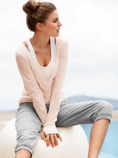 Live in your workout clothes with thumbholes and l - Live in your workout clothes with thumbholes and layers.  Repinly Women's Fashion Popular Pins