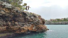 aAaaAAAAAaaaaAh! (con el loco de mi sobrino @_sebas_vlc99) . #verano #summer #jump #salto #cliff #cliffjumping #acantilado #mallorca #palmademallorca #familia #family