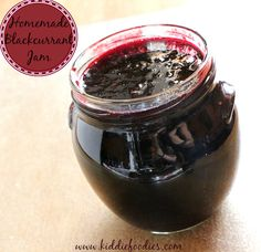 Easy recipe for a homemade blackcurrant jam. Healthy and full of vitamin C, great for colder winter days. Natural, with only sugar added, great with bread.