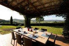 Villa Tolani || Italien, Toskana || Provinz Pisa nahe Montesecudaio, 5 Schlafzimmer, Privater Pool. Diese schöne Ferienvilla liegt 20 km von Cecina und von der Küste entfernt. Die Villa wurde in 2006 vollständig restauriert und ist ausgezeichnet ausgestattet. #tuscanyvillas #toskanavillen #italyvillas #italianvillas #holidayhomes #urlaub #reise #ferienhaus #vacation #luxuryvilla #luxusvilla #familienurlaub #italianvillasforrent #tuscanvillasforrent #mietenvilla #tuscanyvillaswithpool