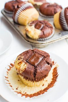 Marmor-Muffins mit Schoko-Kern {vegan} Marble muffins with chocolate core {vegan} Donut Recipes, Keto Recipes, Cake Recipes, Frosting Recipes, Sweet Recipes, Cupcakes, Carbohydrate Diet, Evening Meals, Keto Dinner