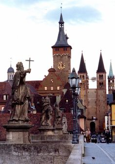 Würzburg, Germany I have very fond memories of this beautiful city! Wonderful Places, Great Places, Places To See, Beautiful Places, Visit Germany, Germany Travel, Kitzingen Germany, Places Around The World, Around The Worlds