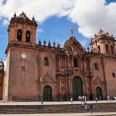 So here is the cathedral of Cusco, Peru. Quite the impressive building all in all. Even more impressive that it still stands after all those earthquakes! _____________ #cusco #Peru #cathedral #southamerica #travel #travelperu #architecture #church #igtravel #travelgram #instatravel #travelstoke #photography #travelphotography  #travelblogger #explore #culture #sky