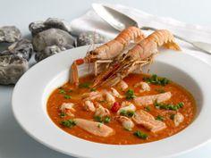 Fiskesuppe med tomat, ingefær og koksmælk