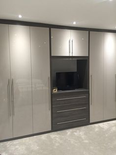 Home Interior Design dulapdormitor.Home Interior Design dulapdormitor Bedroom Built In Wardrobe, Bedroom Built Ins, Wardrobe Furniture, Bedroom Closet Design, Bedroom Furniture Design, Home Room Design, Bedroom Wardrobe, Bedroom Cupboard Designs, Bedroom Cupboards