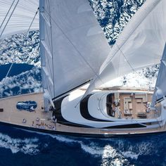 As @royalhuisman rightly said, this is the magnificent 57.5m performance ketch Twizzle #BeyondLuxury #cniyachting #yachting #yachtlife #sailingyacht #superyacht #megayacht #charter #luxury #travel #luxurytravel #photooftheday #instatravel #viewoftheday