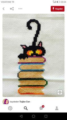 56 New Ideas For Crochet Cat Bookmark Pattern Punto Croce Cat Cross Stitches, Cross Stitch Bookmarks, Mini Cross Stitch, Cross Stitch Animals, Cross Stitch Charts, Cross Stitching, Cross Stitch Embroidery, Embroidery Patterns, Loom Patterns