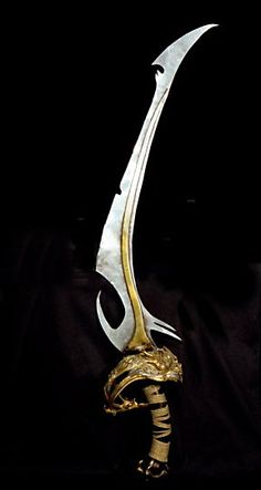 Skeksis artifact - sword used in the Trial by Stone (Haakskeekah) Anime Weapons, Fantasy Weapons, Jim Henson, Sword Design, Swords And Daggers, The Dark Crystal, Fantasy Creatures, The Darkest, Fantasy Art
