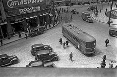 Praça do Correio. O quarteirão à esquerda desapareceu com a abertura da avenida Prestes Maia, São Paulo – década de 40.