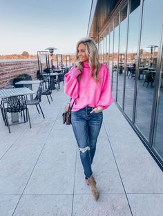 42 Gorgeous Sweaters Outfit Ideas To Try Rosa Pullover Outfit, Winter Pullover Outfits, Fall Winter Outfits, Autumn Winter Fashion, Winter Style, Pink Sweater Outfit, Hot Pink Sweater, Turtleneck Outfit, Blouse Outfit