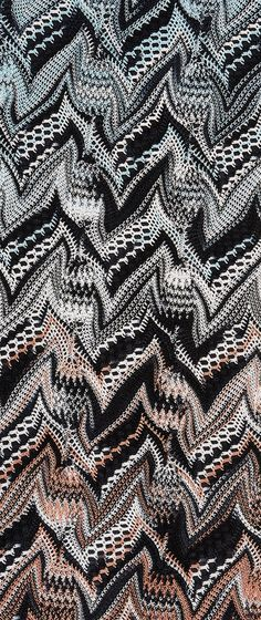 Donna Autunno 2014 Close Up Lace Patterns, Textures Patterns, Stitch Patterns, Knitting Stitches, Knitting Patterns, Crochet Patterns, Knitting Machine, Lace Knitting, Crochet Motif