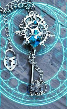 *o* <--(petites étoiles dans les yeux) Kingdom Hearts time rift keyblade Key Jewelry, Cute Jewelry, Jewelery, Jewelry Accessories, Kingdom Hearts 3, Magical Jewelry, Key To My Heart, Key Necklace, Fantasy Jewelry