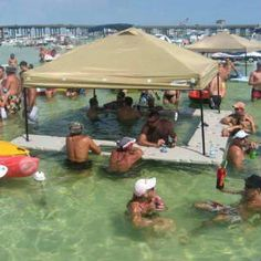Floating bar....who knew!!! Now that looks like some lake fun!!