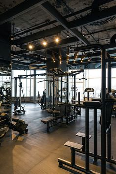 Palestra fitness club (full project) on behance gym design i Fitness Club, Zumba Fitness, Fitness Workouts, Fitness Shirts, College Fitness, Sport Studio, Dream Gym, Gym Lighting, Lighting Design