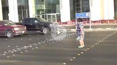 La Policía saudí detiene a un adolescente por bailar la Macarena en la calle