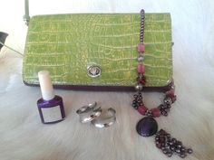 Grape colors for better mood..fresh limegreen outside and purple inside. Mine&Hers Eclutch in your style for feeling good today;)♡♡