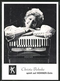 """Christa Behnke, * 1969, gehört seit Jahren zu den deutschen Akkordeonisten, die auf Platten und im Fernsehen laufend präsent sind. Sie hat viele Freunde bei Volksmusikliebhabern. Ihr YouTube-Video """"Bayerisch Kraut"""" hat weit über 1 Mio. Klicks: http://youtu.be/vDJKoSVl920. Hier eine alte Postkarte. #Accordion, #Player, #Music, #Video, #Photography, #Vintage"""