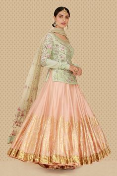 Lehenga kurta is a wonderful wedding outfit that looks dazzling. Here are the 15 Lest Lehenga kurta designs in India for Choli Designs, Lehenga Designs, Kurta Designs, Saree Blouse Designs, Sari Design, Kurta Lehenga, Sarees, Sharara, Gold Lehenga