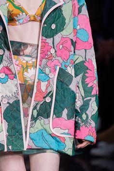 Fendi Spring 2020 Ready-to-Wear Fashion Show Details: See detail photos for Fendi Spring 2020 Ready-to-Wear collection. Look 130 Kenzo, Fashion Brand, Fashion Show, Fashion Fashion, Runway Fashion, Fashion Weeks, Fashion Outfits, Emilio Pucci, Missoni