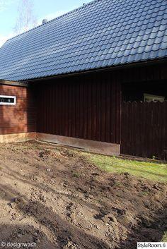 Rakensimme takapihalle ison terassin ja maalasimme talon. Tässä tulos!.