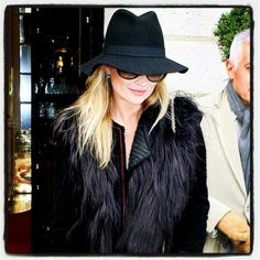 BLACK ON BLACK :: Kate Moss knows how to rock the felt fedora hat