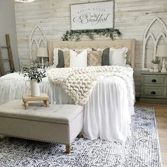26 Rustic Bedroom Design and Decor Ideas for a Cozy and Comfy Space - The Trending House Farmhouse Master Bedroom, Master Bedroom Design, Dream Bedroom, Home Decor Bedroom, Interior Design Living Room, Bedroom Designs, Modern Bedroom, Master Bedroom Wood Wall, Rustic Girls Bedroom
