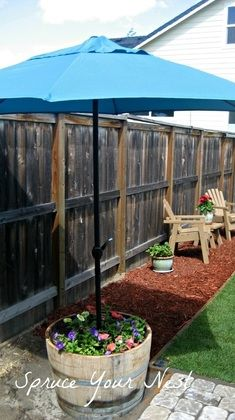 love the idea of lining the yard perimeter with red mulch! Looks so clean and crisp and would make mowing much easier instead up going up against the fence.