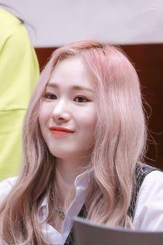 Kpop Girl Groups, Korean Girl Groups, Kpop Girls, Eun Ji, Yuehua Entertainment, Korean Bands, Photo Reference, Kpop Aesthetic, Mamamoo