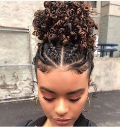 25 Protective Styles To Try If You're Transitioning To Natural Hair The best protective hairstyles for transitioning hair.<br> We rounded up the best protective hairstyles for transitioning to natural hair. Cute Natural Hairstyles, Natural Hair Braids, Natural Hair Tips, Box Braids Hairstyles, Quick Hairstyles, Braids For Curly Hair, Natural Curly Hairstyles, Hairstyles For Afro Hair, Natural Beauty