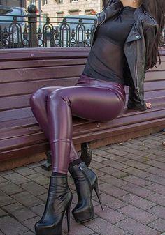 Pvc Leggings, Leather Leggings Outfit, Shiny Leggings, Tight Leggings, Leggings Fashion, Fashion Pants, Leather Pants, Fashion Outfits, Pu Leather