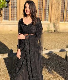 Inspirations To Steal From Anita Hassanandani Blouse Designs For Weddings Take Inspiration From Anita Hassanandani Blouse Designs And Slay Like A Queen This Wedding Season. For more trends, stay tuned. Indian Dresses, Indian Outfits, Pakistani Dresses, Saree Hairstyles, Lace Saree, Chiffon Saree, Modern Saree, Saree Trends, Simple Sarees