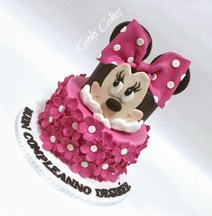 Minnie cake by Donatella Bussacchetti - Mini Mouse Birthday Cake, Mini Mouse Cake, Minnie Mouse Birthday Decorations, Minnie Mouse Birthday Outfit, Birthday Cake Girls, Bolo Mickey E Minnie, Torta Minnie Mouse, Paw Patrol Torte, Bolo Fack