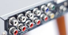 HDMI vs. Áudio Digital Óptico. A escolha de cabos para conexão de áudio em casa pode ser uma decisão difícil, especialmente quando as pessoas têm múltiplas opções disponíveis. Muitos equipamentos oferecem conexões diferentes, tais como HDMI, óptica, digital composto e RCA - todas são apenas para áudio. As entradas HDMI e óptica utilizam áudio digital, mas existem diferenças ... Cabo Hdmi, Cable, Audio, Mixer, Digital Audio, Hard Decisions, Cabo, Electrical Cable