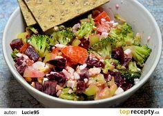 Brokolicový salát s červenou řepou, vejci a cottagem recept - TopRecepty.cz Cabbage, Salad, Vegetables, Fit, Shape, Cabbages, Salads, Vegetable Recipes, Lettuce