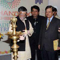 #Gangwar Inaugurates India #Handloom #Exhibition- https://www.indian-apparel.com/appareltalk/news_details.php?id=1904 @Santosh Kumar Gangwar