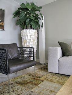 Esatto: Binnenkijken Indoor Planters, Table, Furniture, Home Decor, Plants, Room, Bedroom, Decoration Home, Room Decor