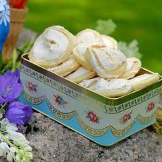 Jitterbuggare Cake Recipes, Dessert Recipes, Desserts, Lollipop Candy, Candy Cookies, Swedish Recipes, Banana Cream, Fika, Recipe Images