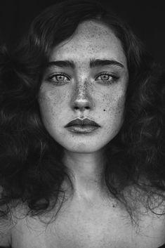 Photography: Agata Serge Model: Nikola Mua: Anna Sokolowska
