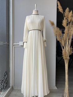 White Wedding Dresses, Bridesmaid Dresses, Muslimah Wedding Dress, Muslim Fashion, The Dress, Fashion Dresses, Gowns, My Style, Bridesmade Dresses