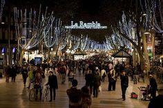 #barcelone #barcelona #барселона #чемзаняться #кудапойти #чтопосмотреть #районыбарселоны #бульвары #larambla #рамбла Бульвар Рамбла (La Rambla) в Барселоне. В Барселоне нет плохой погоды | Барселона10 - путеводитель по Барселоне