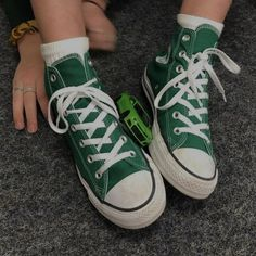 Mode Converse, Converse Style, New Converse, Outfits With Converse, Converse Chuck Taylor All Star, Chuck Taylor Sneakers, Converse High, Brown Converse, Dr Shoes