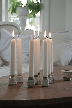 Old ceramic light bulb sockets for candle holder! White Candles, Diy Candles, Pillar Candles, Ceramic Candle Holders, Diy Candle Holders, Table Lanterns, Candle In The Wind, Beautiful Candles, Winter House