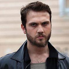 "Aras Bulut Iynemli ""Fanpage"" on Instagram: ""How was ep 41? . I couldn't watch it. I will tomorrow🤤🤤 قسمت ٤١ چطور بود؟ . من نتونستم ببينم. فردا ميبينم🤤🤤 . .…"" Actor Model, Turkish Actors, Future Husband, Avatar, Handsome, Actresses, Fan, Watch, Instagram"
