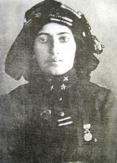 Kara Fatma aka Fatma Seher Erden, Warrior in the Turkish Army in the Turkish War for Independence. Led a unit of 750 people, including 42 women. Turkish War Of Independence, Independence War, Us Marine Corps, Us Marines, Turkey Pics, Oval Face Haircuts, Military Careers, Military Women, Anime Muslim