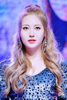 Kim Ah Young, Girl's Day Yura, Hyeri, Girl Sday, China, Pop Group, Beautiful Flowers, Rapper, Singer