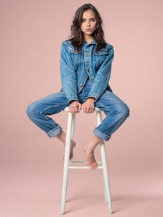 49 ideas fashion editorial denim inspiration for 2019 Studio Portrait Photography, Photographie Portrait Inspiration, Fashion Photography Poses, Fashion Photography Inspiration, Studio Portraits, Modeling Photography, Fashion Portraits, Glamour Photography, Boudoir Photography