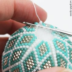 how to make beads Bead Crochet Patterns, Crochet Diy, Bead Crochet Rope, Beaded Jewelry Patterns, Beading Patterns, Beading Tutorials, Jewelry Crafts, Handmade Jewelry, Bracelet Crochet