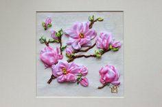 Appeso unica Magnolia Limited Edition di RibbonEmbroideryArt