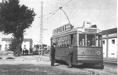 """1952. Colección M. Rodríguez. """"Final de Línea 16 en Avd. Navarra"""". La Línea 16 del Tranvía (Portazgo-San Lamberto) fue inaugurada en enero de 1952, con inicio en la Plaza de España, hasta la Avenida de Navarra, con final la Carretera de los Enlaces. Su principal fuente de usuarios era la Estación de ferrocarril de Caminreal, y la nueva planta de la TUDOR, trasladada desde Mola a la Avenida de Navarra. La denominación de la Terminal como """"Portazgo"""" se debía a la cercanía con la caseta de…"""