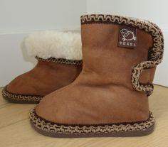 Texel. Schapenwollen sloffen voor baby en peuters. Zooooo LIEF! www.texelaanjevoeten.nl Ugg Boots, Uggs, 21st, Baby, Shoes, Fashion, Moda, Zapatos, Shoes Outlet